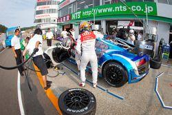 Pit stop practice for #21 Hitotsuyama Racing Audi R8 LMS: Cyndie Allemann, Akihiro Tsuzuki