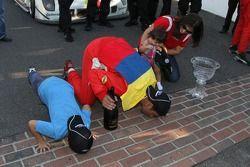 Winnaars algemeen: Alex Popow, Sébastien Bourdais kussen de yard of bricks
