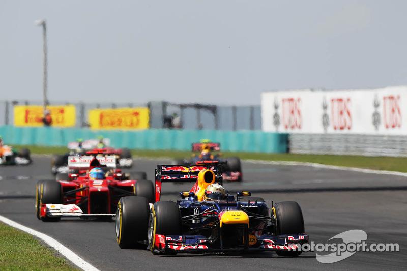 Sebastian Vettel, Red Bull Racing voor Fernando Alonso, Scuderia Ferrari