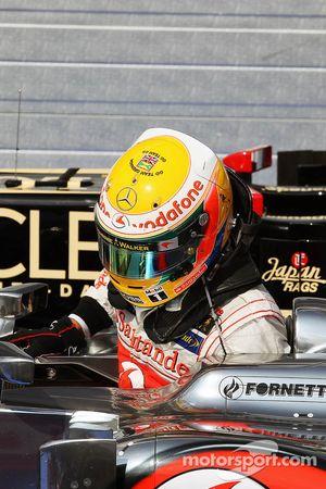 Yarış galibi Lewis Hamilton, McLaren kapalı park ve message, support to Team GB ve Grenada, his, kas