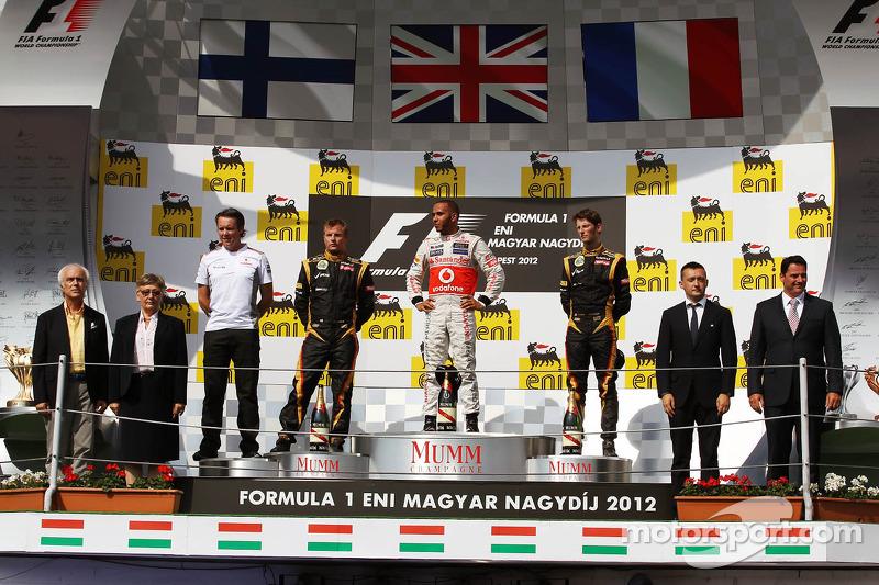 Podyum, Kimi Raikkonen, Lotus F1 Team, 2.; Lewis Hamilton, McLaren, Yarış galibi; Romain Grosjean, L