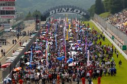 A big crowd on the starting grid