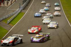 GT300 start: #16 Team Mugen CR-Z: Hideki Mutoh, Daisuke Nakajima and #2 Cars Tokai Dream28 Shiden MC