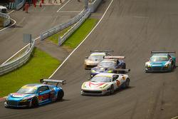 GT300 start: #21 Hitotsuyama Racing Audi R8 LMS: Cyndie Allemann, Akihiro Tsuzuki and #5 Team Mach F