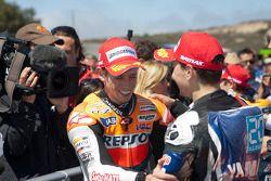 Ganador de la carrera Casey Stoner, Repsol Honda Team, el segundo lugar Jorge Lorenzo, Yamaha Facto