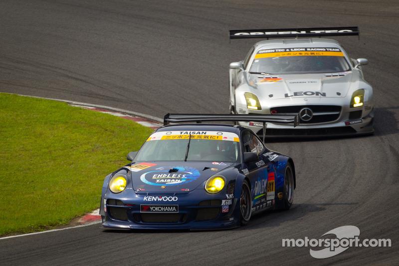 #911 Team Taisan Endless Porsche 997 GT3: Kyosuke Mineo, Naoki Yokomizo, #52 Green Tec & Leon Racing