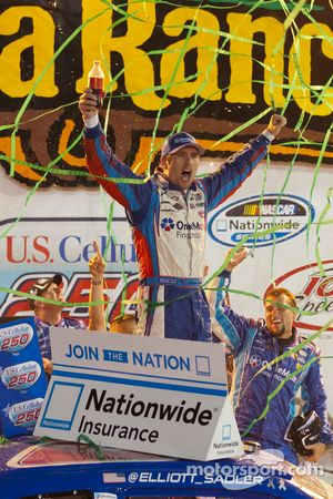 Victory lane: winnaar Elliott Sadler