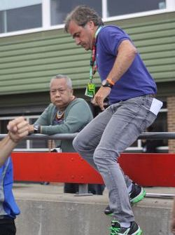 Carlos Sainz Sr leaps the pitwall