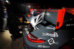 Team werkt aan wagen Romain Dumas