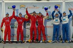 Race winnaars Lucas Luhr en Ryan Dalziel, 2de Alex Popow en Sébastien Bourdais en 3de Scott Pruett e
