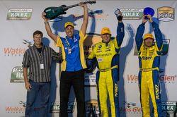 GT winnaars Paul Dalla Lana en Bill Auberlen met teambaas Will Turner