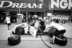 Pit stop practice for #39 Lexus Team Sard Lexus SC430