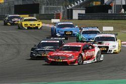 Robert Wickens, Mücke Motorsport, AMG Mercedes C-Coupe; Gary Paffett, Team HWA AMG Mercedes, AMG Mer