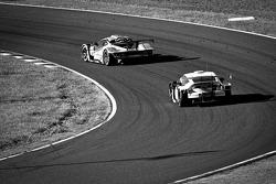 #43 Autobacs Racing Team Aguri ARTA Garaiya: Shinichi Takagi, Kosuke Matsuura, #16 Team Mugen CR-Z: