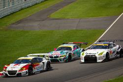 GT300 start: #16 Team Mugen CR-Z: Hideki Mutoh, Daisuke Nakajima leads the field