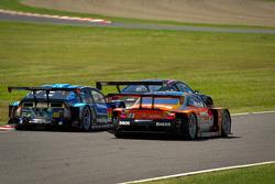 #31 APR Toyota Prius: Morio Nitta, Koki Saga, Yuichi Nakayama en #6 Lexus Tean LeMans Eneos Lexus SC