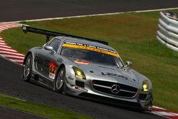 #52 Green Tec & Leon Racing Team Mercedes-Benz SLS AMG GT3: Hironori Takeuchi, Haruki Kurosawa, Akihiko Nakaya