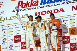 GT300 podium: winners Hiroki Yoshimoto, Kazuki Hoshino and Hiroki Yoshida
