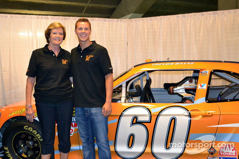 Trevor Bayne Poses With A Tribute Car For Pat Summitt Legendary Women S Basketball Coach At