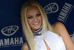Una chica Yamaha