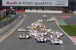Start: #1 Audi Sport Team Joest Audi R18 e-tron quattro: Andre Lotterer, Benoit Tréluyer, Marcel Fäs