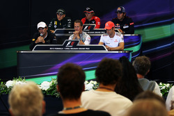 La Conferencia de prensa FIA, Caterham; Charles Pic, Marussia F1 Team; Jean-Eric Vergne, Scuderia To