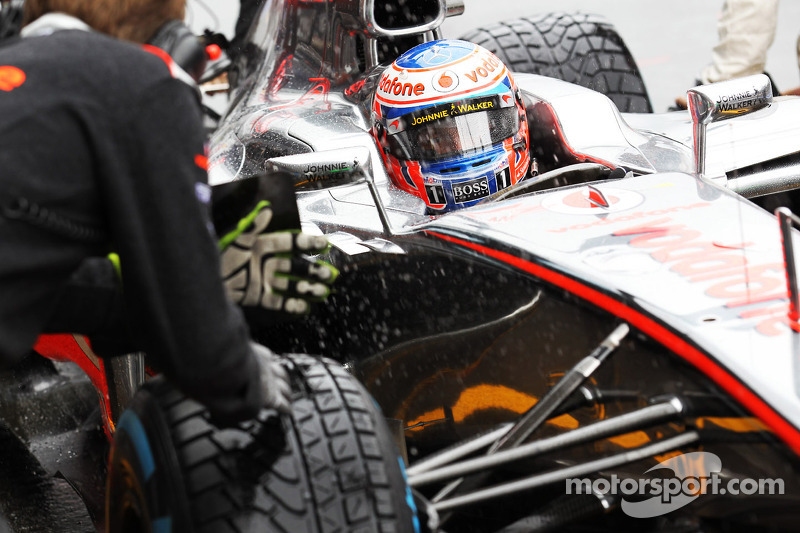 Jenson Button, McLaren pitstop