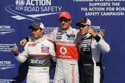 Calificados parc ferme, Kamui Kobayashi, Sauber, segundo; Jenson Button, McLaren, pole position; Pas