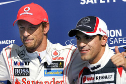 Jenson Button, McLaren Mercedes y Pastor Maldonado, Williams F1 Team