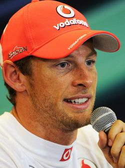 Ganador de la pole Jenson Button, McLaren en la post Conferencia de prensa FIA