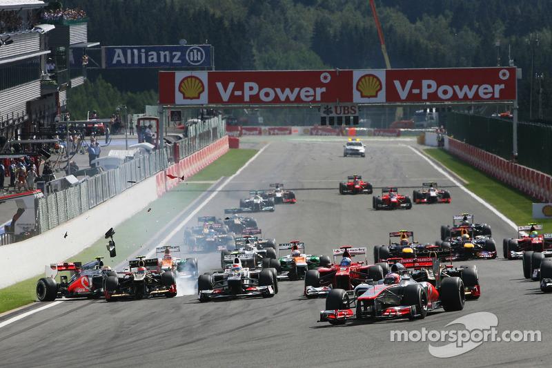 Jenson Button, McLaren leads at the start as a crash ensues involving Lewis Hamilton, McLaren and Ro