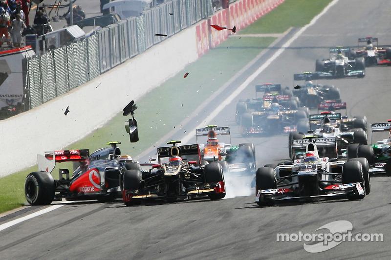 Jenson Button, McLaren leads at the start as a crash ensues involving Lewis Hamilton, McLaren and Romain Grosjean, Lotus F1