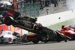 Startcrash, ausgelöst von Romain Grosjean, Lotus F1