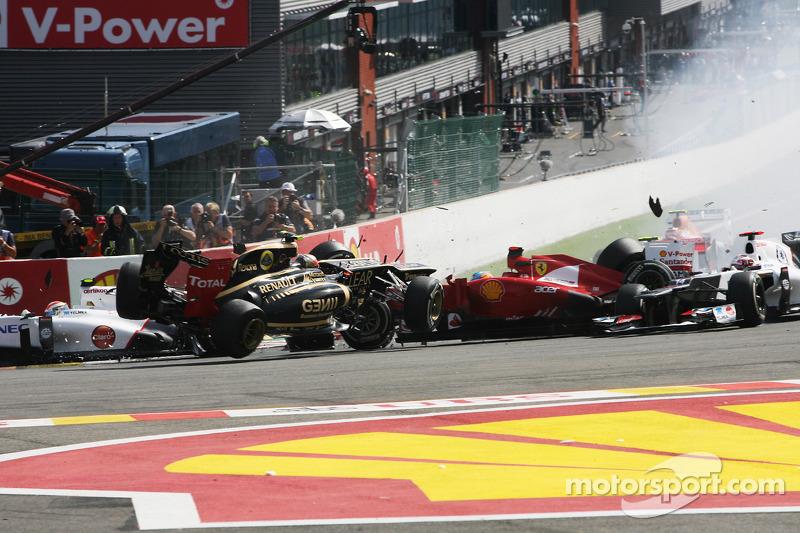 A crash at the start involving Lewis Hamilton, McLaren, Romain Grosjean, Lotus F1, Fernando Alonso,