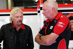 Sir Richard Branson, Virgin grupo propietario con John Booth, director del equipo Marussia F1 Team