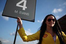 Gridgirl voor Mitch Evans