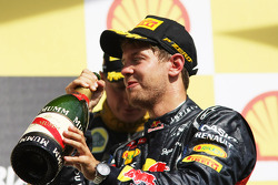 Podio: seguno lugar Sebastian Vettel, Red Bull Racing