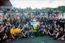 Kimi Raikkonen, Lotus F1 Team celebrates his third position with Eric Boullier, Lotus F1 Team Princi