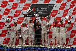 Podium: race winners Frederic Makowiecki, Stef Dusseldorp, second place Gregoire Demoustier, Alvaro Parente, third place Oliver Jarvis, Frank Stippler