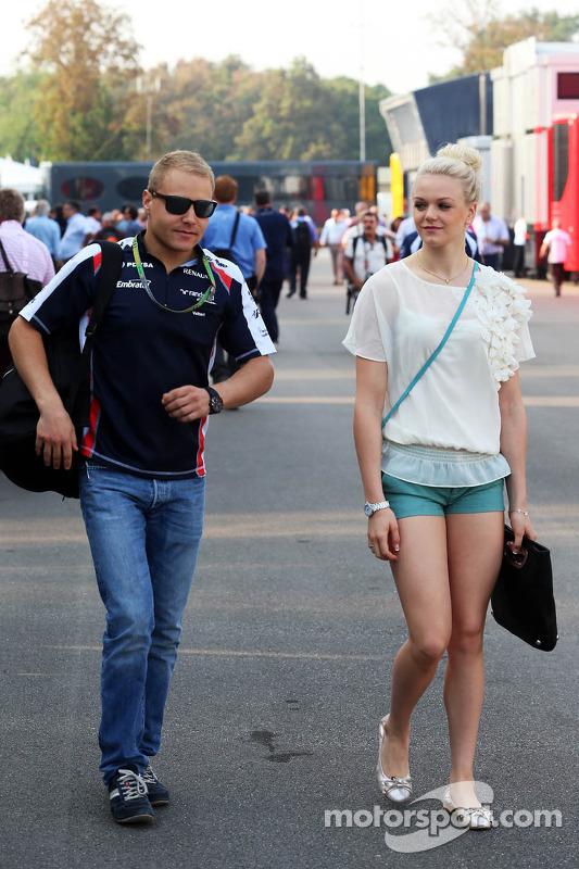 Valtteri Bottas, Williams Üçüncü Pilotu ve kız arkadaşı Emilia Pikkarainen, Swimmer