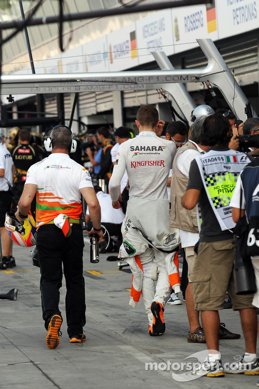Paul di Resta, Sahara Force India F1 and Gerry Convy, Personal Trainer of Paul di Resta, Sahara Force India F1  walk through the pits
