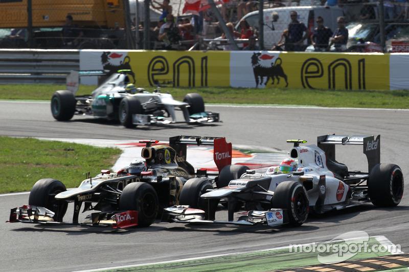 Kimi Raikkonen, Lotus Renault F1 Team y Sergio Pérez, Sauber F1 Team