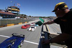 Start: #90 Spirit of Daytona Chevrolet Corvette DP: Antonio Garcia, Richard Westbrook aan de leiding