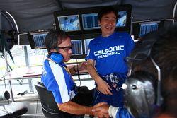 Tsugio Matsuda viert overwinning