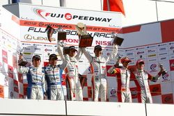 GT300 winnaars Masami Kageyama, Tomonobu Fujii
