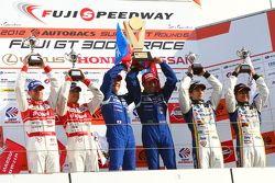 GT500 podium: winnaars Joao Paulo de Oliveira, Tsugio Matsuda, 2nd Masataka Yanagida, Ronnie Quintar