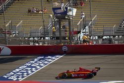 Carlos Munoz, Andretti Autosport takes the checkered flag