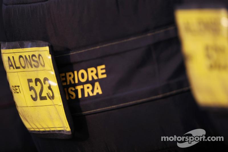 Tyre warmers for Fernando Alonso, Ferrari