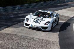 The Porsche 918 laps the Nordschleife