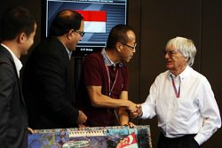 Singapore GP announces a five year extension to the current contract: Bernie Ecclestone, CEO Formula